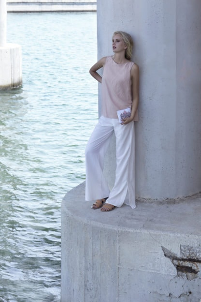 photo of Artemis top next to the water, by Klotho